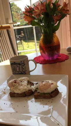 Poached Eggs & Avo on Wheaten Bread